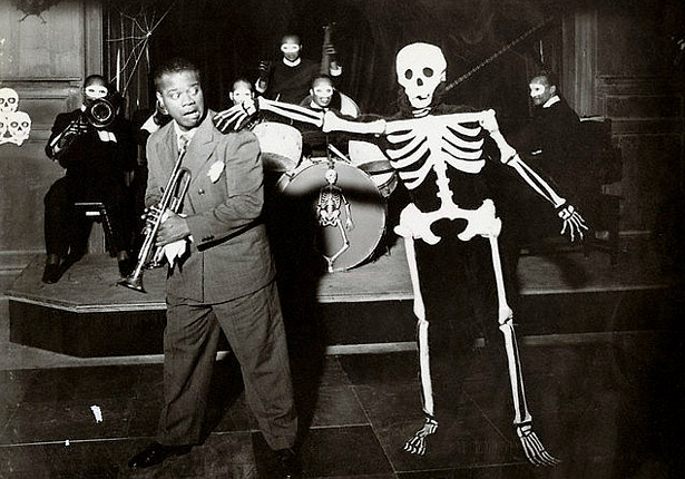 "Satchmo gettin' spooked in the 1936 film ""Pennies From Heaven."""