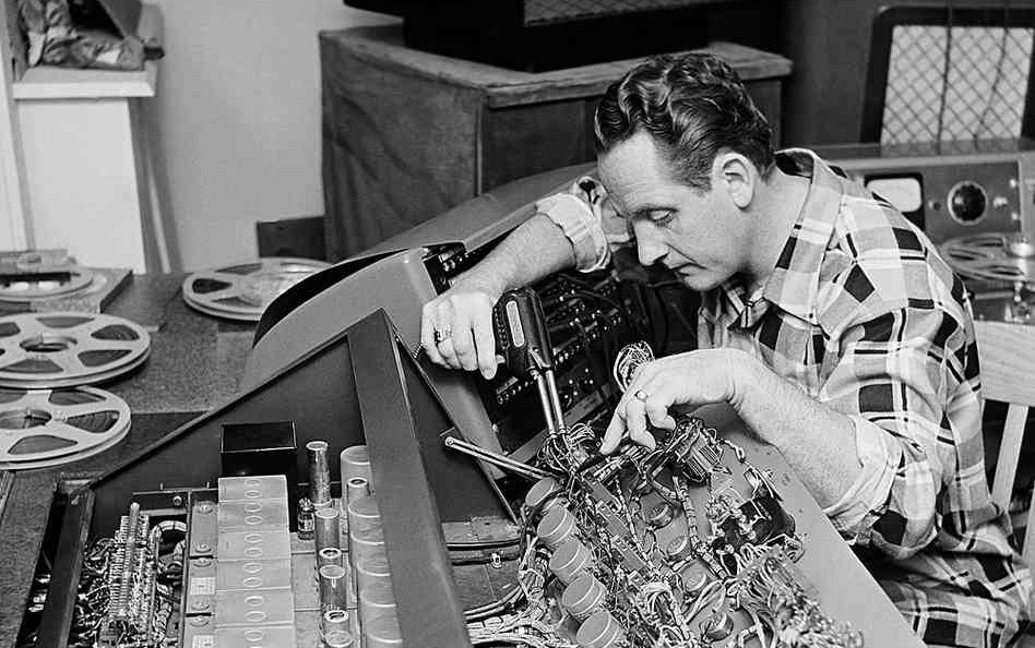 Les Paul tinkering with a board at his New Jersey home in 1963.